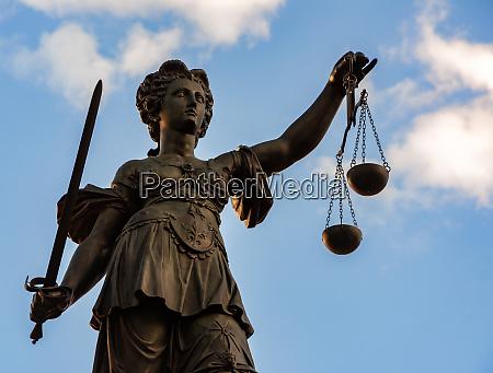lady justice skulptur