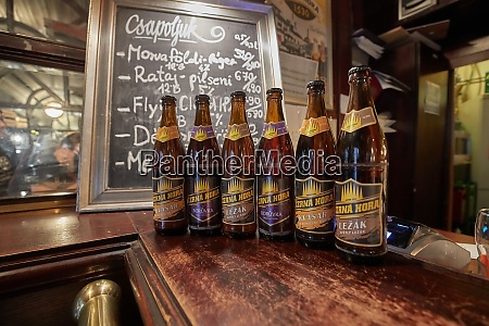 flaschen bier von cerna hore tschechische