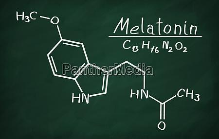 strukturmodell von melatonin auf der tafel