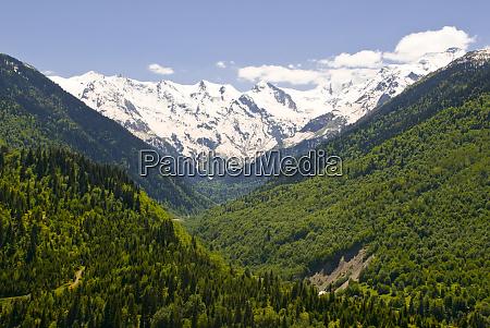 berglandschaft von svanetia georgien