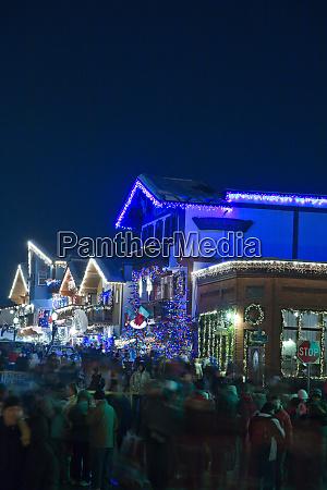 christmas lighting festival leavenworth bayerisches alpendorf