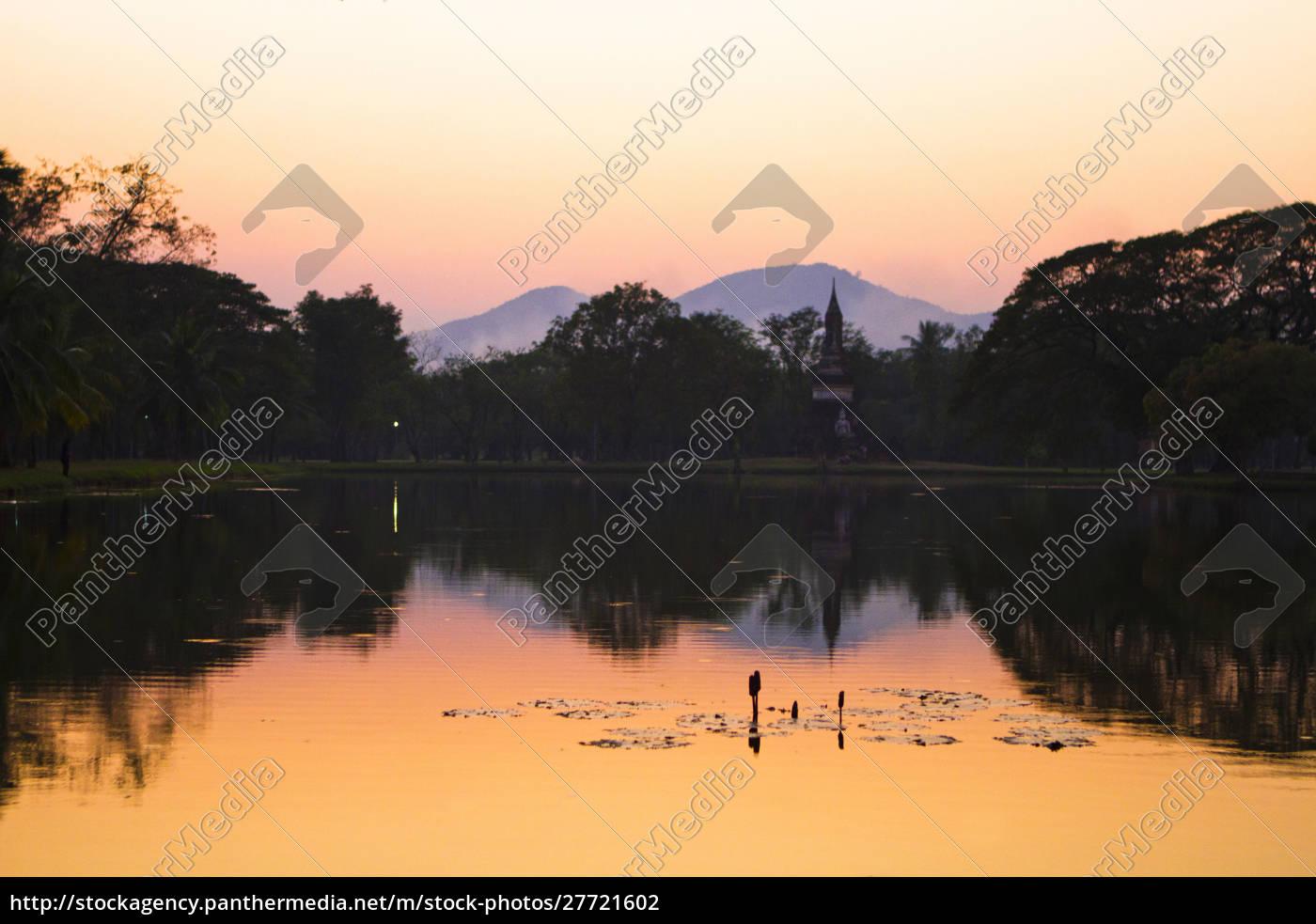 sonnenuntergang, über, einem, see, in, thailands - 27721602