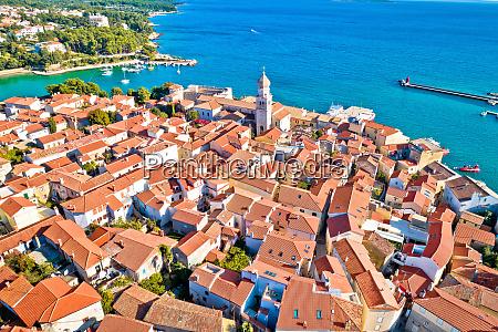 idyllische adriatische inselstadt krk luftbild