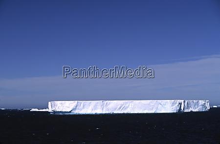 antarctica southern ocean a tabular iceberg