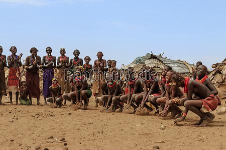 dassanech, tänzer., Äthiopien, afrika. - 27740032