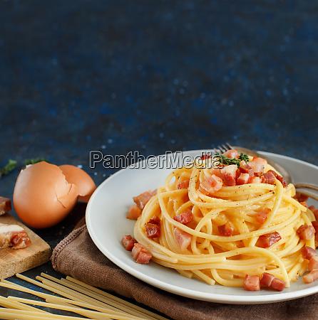 traditionelleitalienische gericht spaghetti carbonara