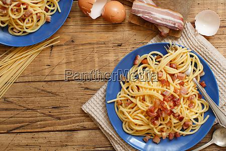 traditional italian dish spaghetti carbonara