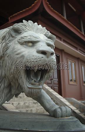asien vietnam loewenskulptur in chau doc