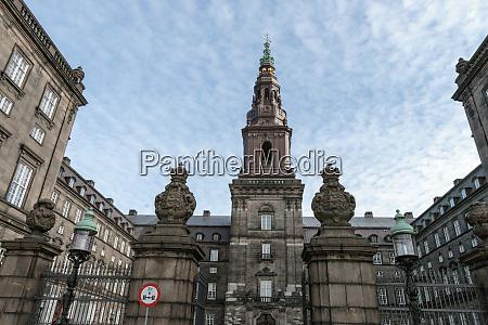 christiansborg daenisches parlament kopenhagen daenemark