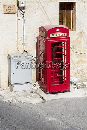 traditionelle englische telefonzelle gozo island malta