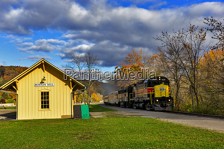 cuyahoga valley scenic railroad in autumn