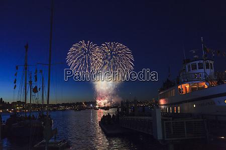 4 juli feuerwerk silhouette klassische holzboote