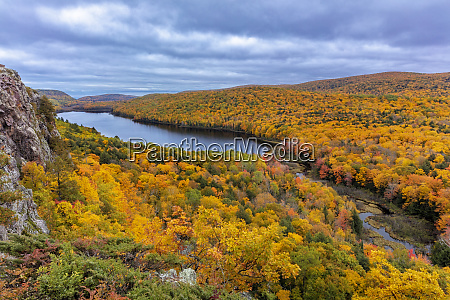 lake of the clouds in autumn