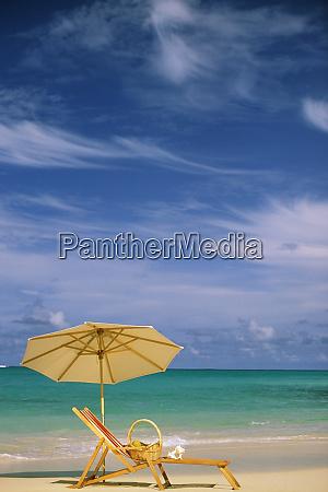 usa hawaii strandkorb und sonnenschirm
