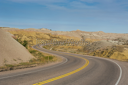 road swings through the badlands national