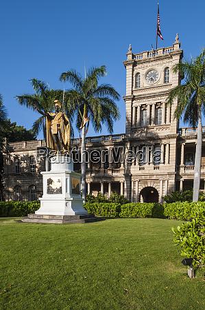 king kamehameha statue stands in front