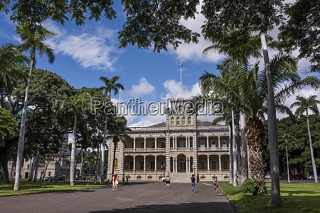 usa hawaii oahu honolulu tourists outside