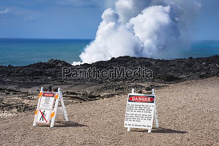 warning signs at the kamokuna lava