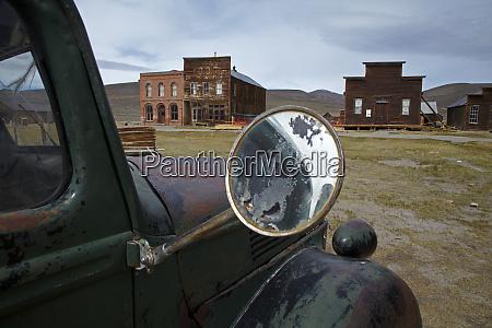 derelict vintage truck and bodie post