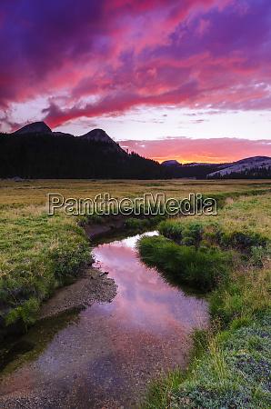 sunset over tuolumne meadows along budd