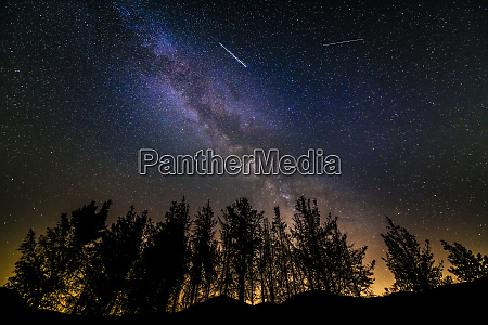 the milky way and perseids meteors