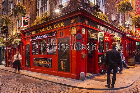 ireland dublin temple bar traditional pub