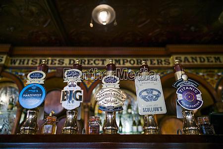 grossbritannien nordirland belfast crown liquor saloon