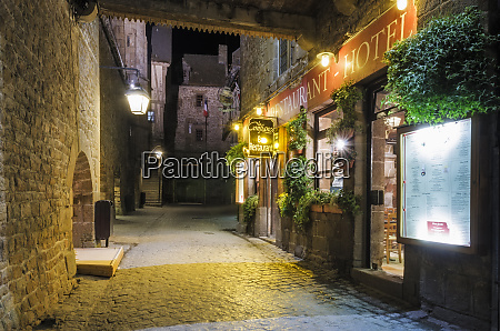 la confiance restaurant and cobblestone street
