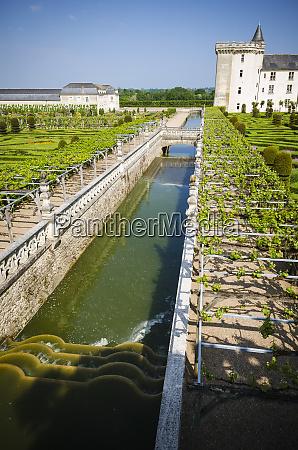 aqueduct and gardens chateau de villandry