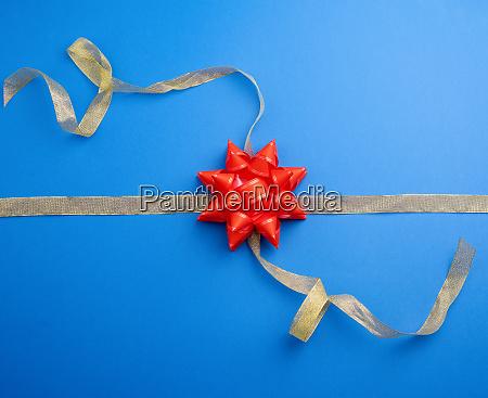goldene band gekreuzt auf einem dunkelblauen