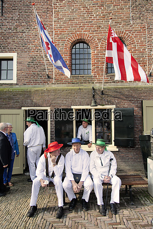 local participants at the alkmaar cheese