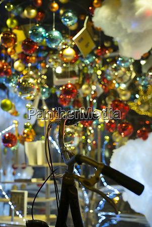 niederlande amsterdam weihnachtsdekoration im buchhandel