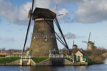 netherlands kinderdijk traditional dutch windmills