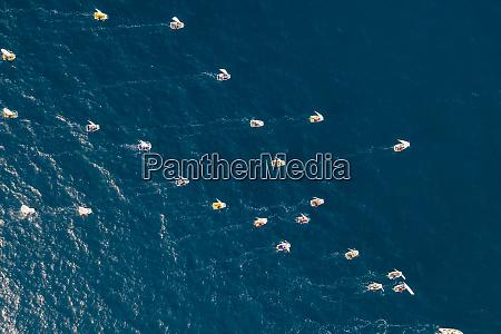 luftaufnahme des segelboot wettbewerbs in der