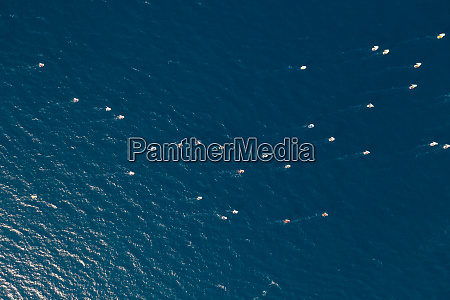 luftaufnahme, des, segelboot-wettbewerbs, in, der, nähe - 27929942