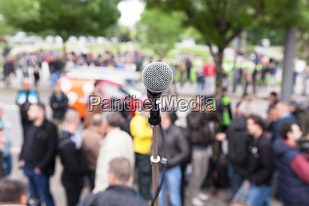 politischer protest oder demonstration mikrofon im