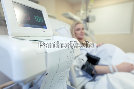 schwangere frau im krankenhaus