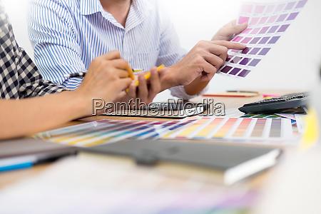 designer grafik kreative kreativitaet zusammen faerbung