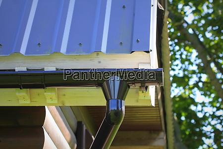 rain gutter pipeline system installation dachkonstruktion