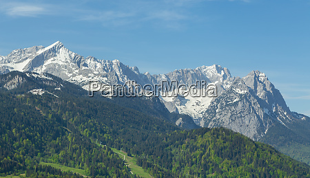 alpen panorama von garmisch partenkirchen bayern