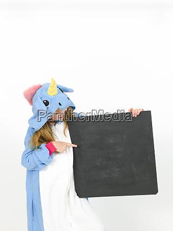huebsche blonde maedchen mit gemuetlichen blauen