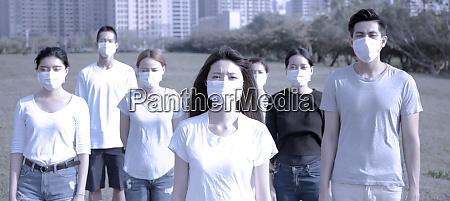 schutzmaske tragen um keime viren und