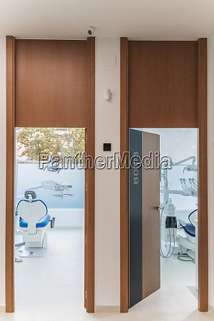 innenraum der modernen zahnklinik spanien