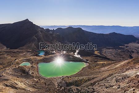 neuseeland nordinsel sonne reflektiert in smaragdseen