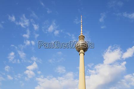 deutschland berlin flachwinkelansicht des berliner fernsehturms