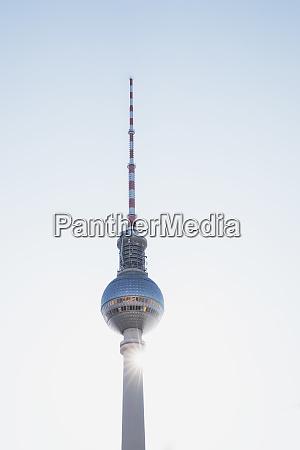 deutschland berlin flachwinkelansicht des fernsehturms