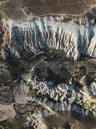 luftaufnahme vulkanischer tuffformationen in kappadokien tuerkei