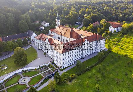 deutschland bayern isartal luftaufnahme des klosters