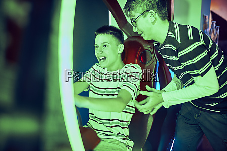 teenage freunde spielen und spass mit