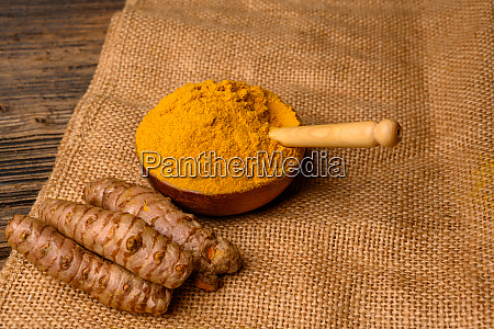 fresh whole turmeric roots and dried